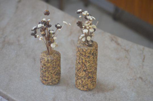 Vasos de cano com flores sempre vivas de Diamantina - Artcafé