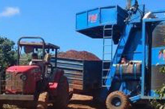 Realize serviços de colhedora em sua lavoura