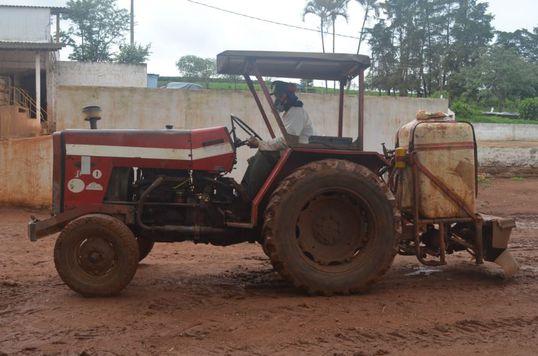 Realize serviços de herbicida em sua lavoura